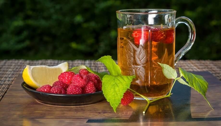 Можно ли пить чай с малиной при беременности: польза при простуде, температуре