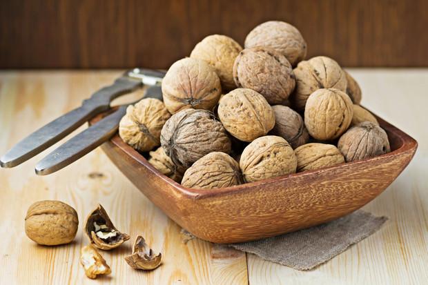 Как чистить грецкие орехи