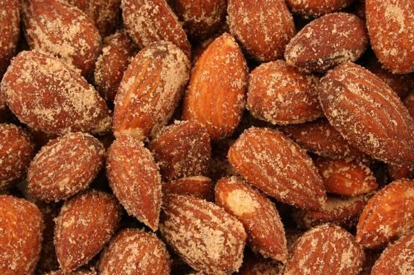 Орехи миндаль. польза и вред для организма. калорийность. фото