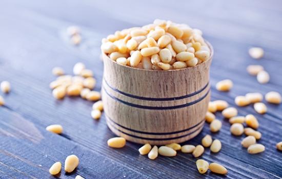 Как хранить кедровые орехи в домашних условиях (очищенные и нет)