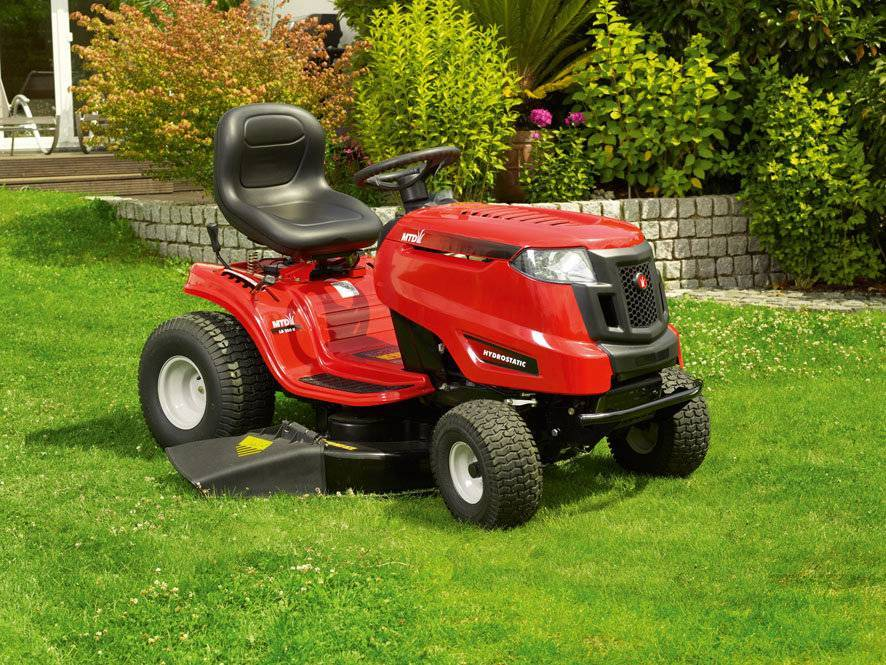 Садовый мини-трактор для загородного участка: как выбрать и купить?