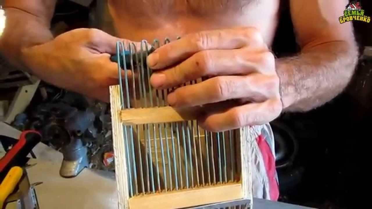 Комбайн для сбора брусники и другие приспособления, в том числе сделанные своими руками