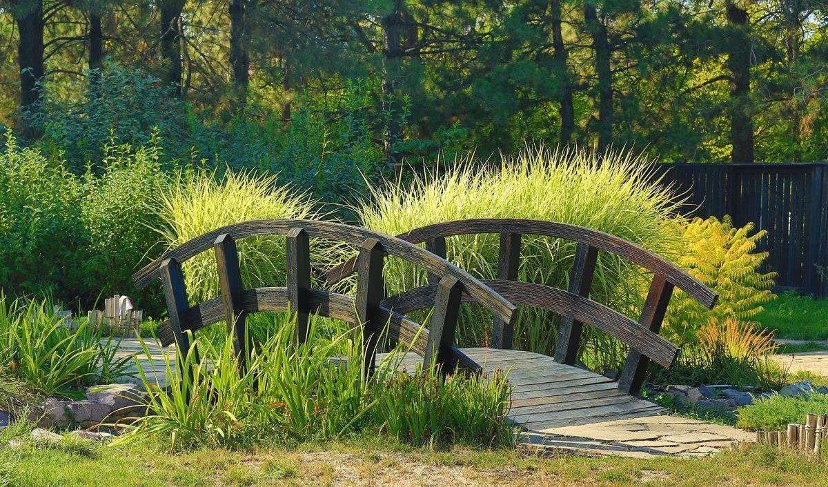 Создаем оригинальный декоративный мостик для сада своими руками