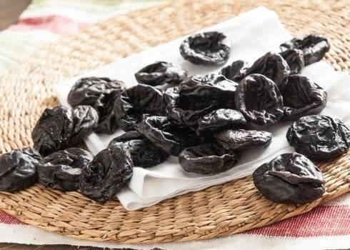 Польза чернослива для кишечника и его терапевтические свойства