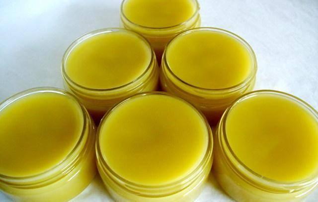 Способы приготовления чудо-мази из пчелиного воска и желтка