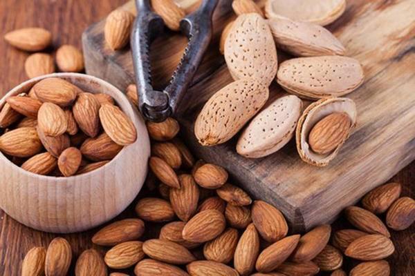 Как расколоть миндальный орех. как очистить миндаль от кожуры, кожицы или шелухи. как очистить кожуру жареных орешков