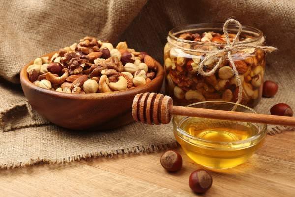 Грецкий орех с медом: рецепт для потенции для мужчин, польза и вред состава