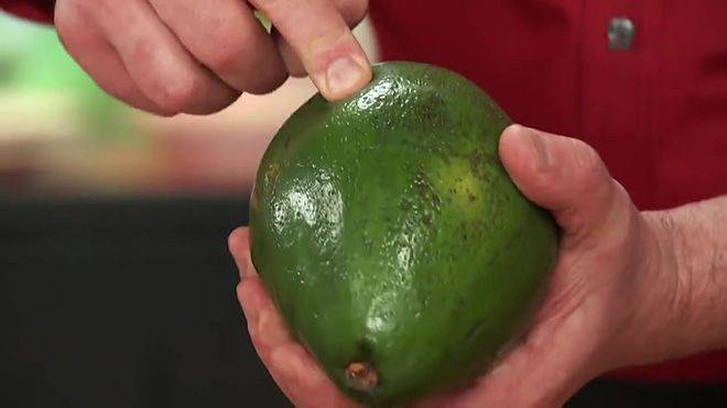 Как хранить авокадо в разрезанном и целом виде