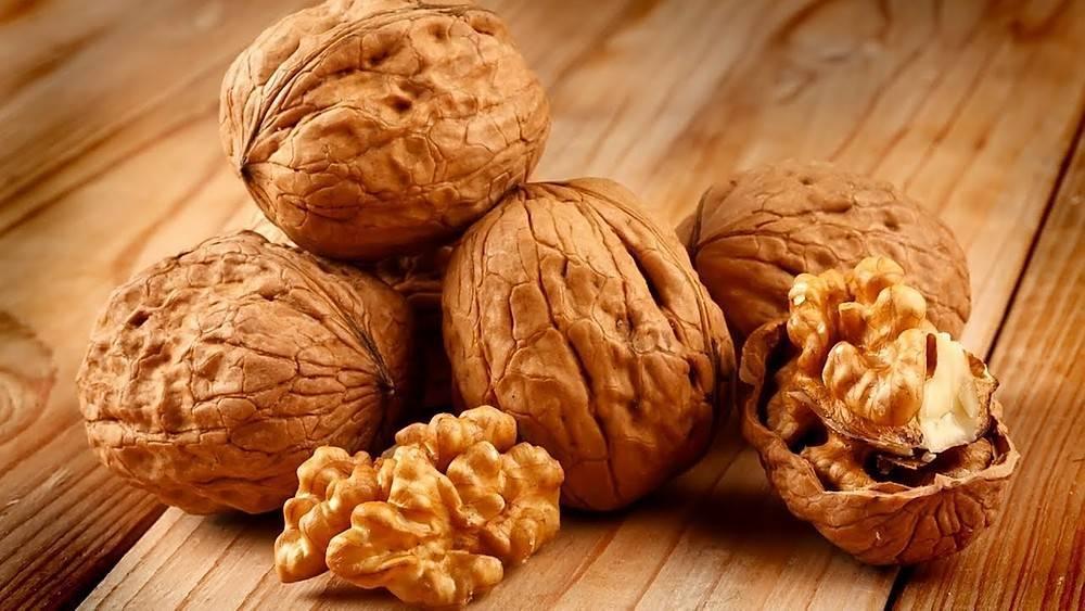 Орехи при беременности на ранних сроках