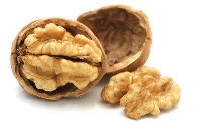Применение скорлупы и листьев грецкого ореха: использование для удобрения на даче, как дренаж и мульчирование