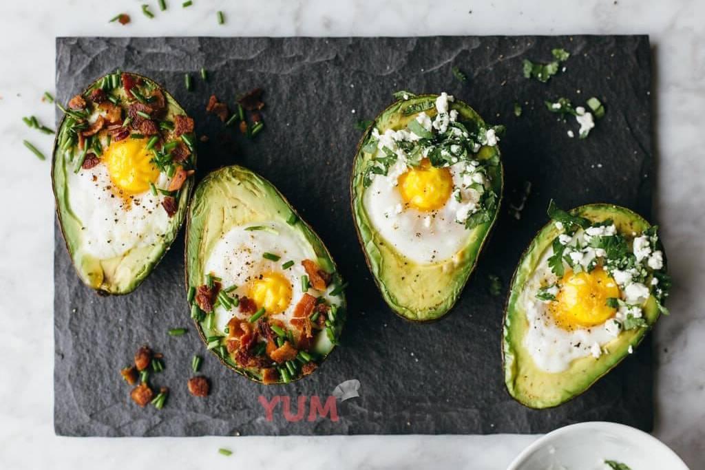 Как приготовить яичницу: рецепты с помидорами, сыром, беконом, луком, в микроволновке, глазунью