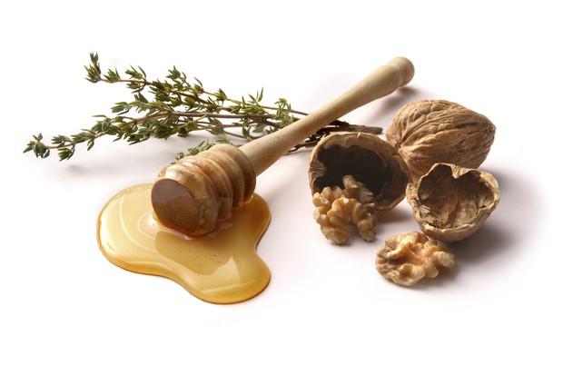 Грецкий орех с медом для потенции: польза и рецепты для мужчин