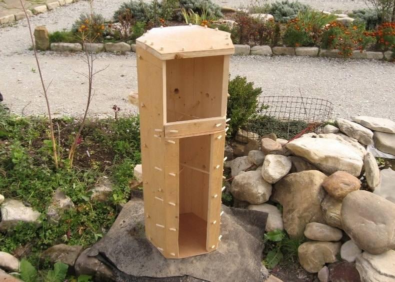 Естественный и удобный домик для пчел — улей-колода