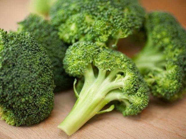 Разрешено ли кушать брокколи при грудном вскармливании и можно ли этот овощ ребенку?