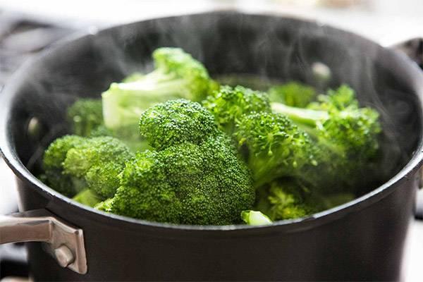 Можно ли кормящей маме есть цветную капусту и брокколи