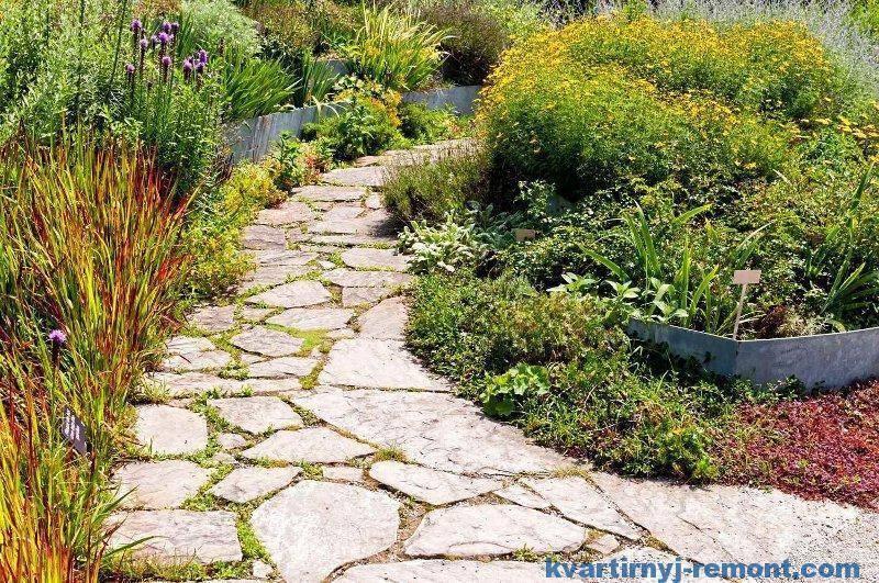 Как из автомобильных покрышек сделать простые садовые дорожки