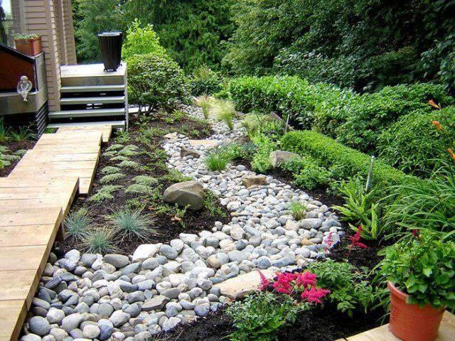 Применение сухого ручья в ландшафтном дизайне и его создание своими руками