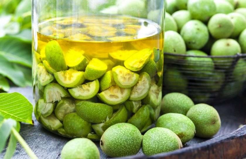 Свойства и применение настойки из зелёных грецких орехов на водке