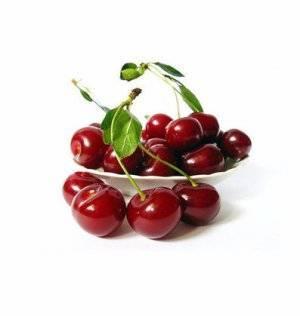 Черешня: польза и вред для организма, безопасные дозы сладкой ягоды. сколько калорий в черешне и какие витамины в ней есть?
