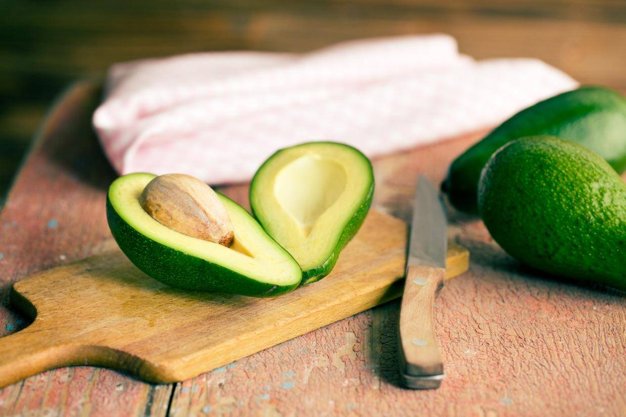 Как правильно чистить и резать авокадо в домашних условиях