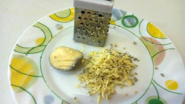 Чудо-мазь на основе пчелиного воска с маслом и желтком