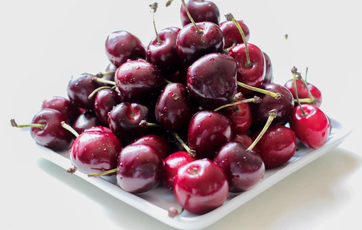 Чем полезна черешня: свойства, витамины и возможный вред