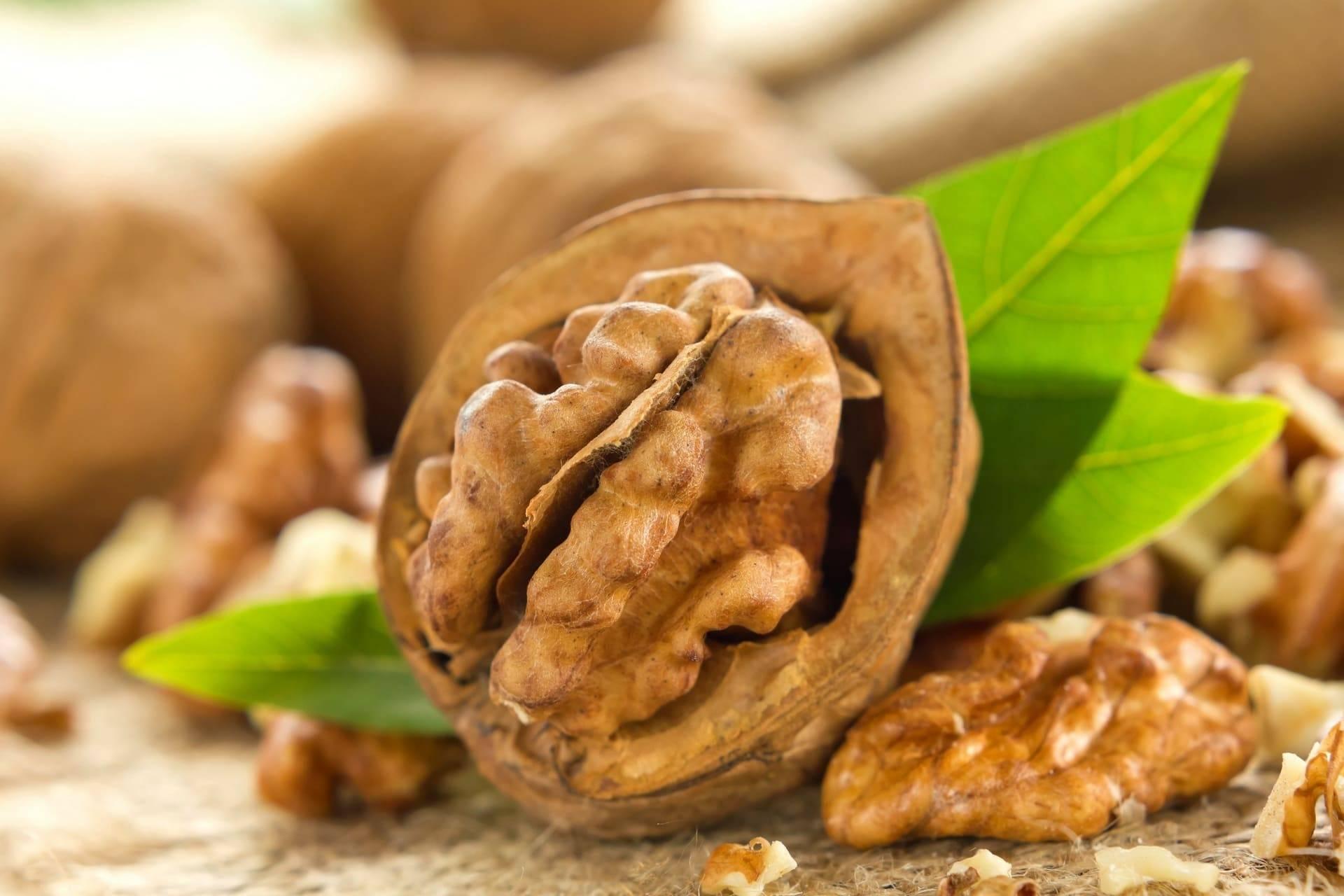 Польза грецких орехов для организма женщины