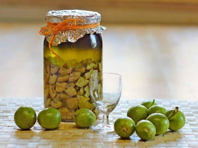 Зеленый грецкий орех с медом: применение