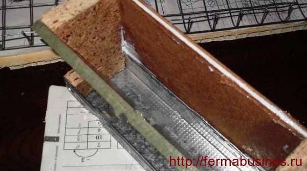 Как  сделать бункерную кормушку для перепелов своими руками в домашних условиях