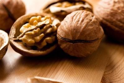 Какие орехи можно при грудном вскармливании кормящей маме?