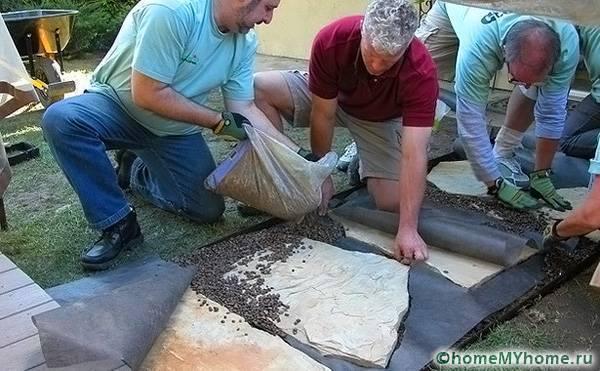 Как сделать дорожки на даче своими руками из подручных материалов