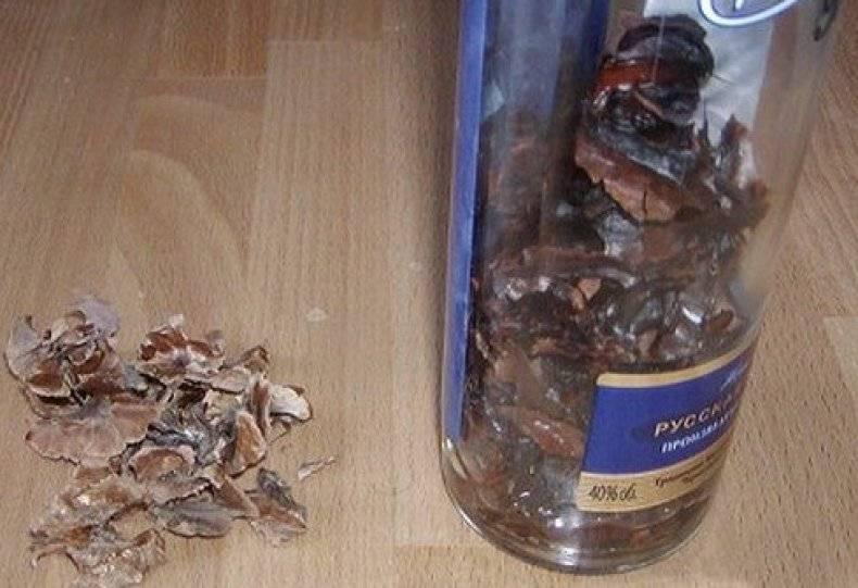 Чудодейственная шелуха — перегородки грецких орехов: лечебные свойства, противопоказания и способы употребления