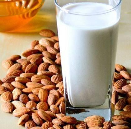 Миндальное молочко для лица. мы делаем миндальное молочко для тела и лица в домашних условиях.