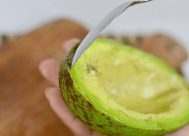 Очистка авокадо в домашних условиях