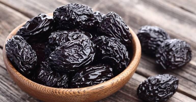 Чем полезен чернослив, свойства и противопоказания