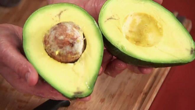 Можно ли есть авокадо коричневое внутри и что делать, если горчит
