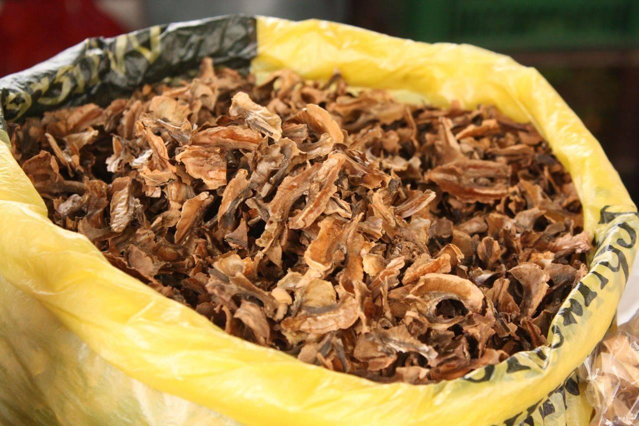 Что нужно знать о полезных свойствах перегородок грецких орехов? применение скорлупы и перепонок в виде настоек и отваров на водке и спирту