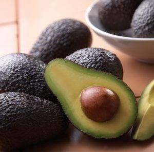 Как хранить спелые и недозрелые авокадо