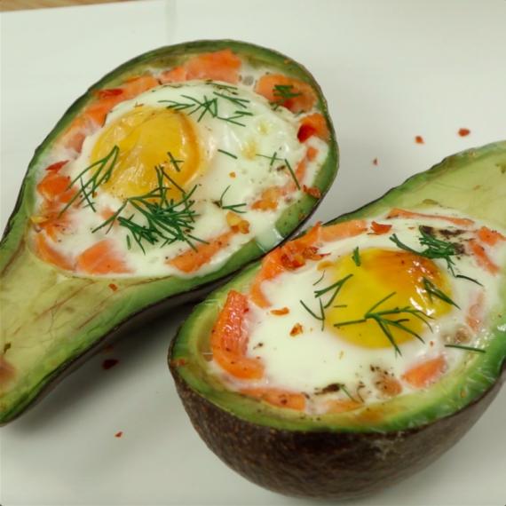 Авокадо с яйцом в духовке