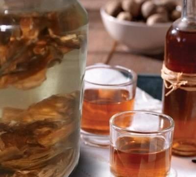 Настойка на перегородках грецкого ореха на самогоне – могучая сила