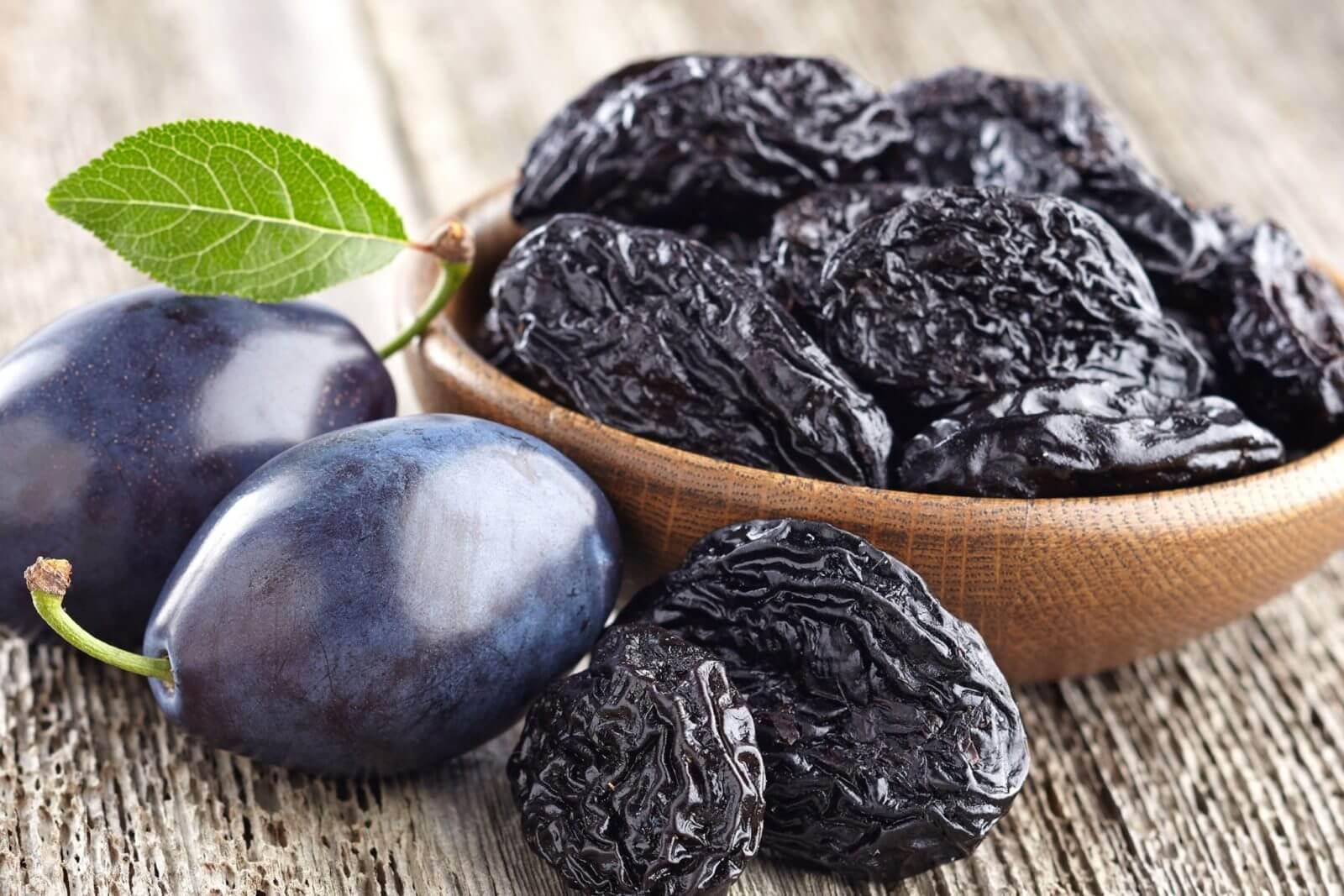 Чернослив и его польза и вред для организма, советы по использованию и вкусные рецепты