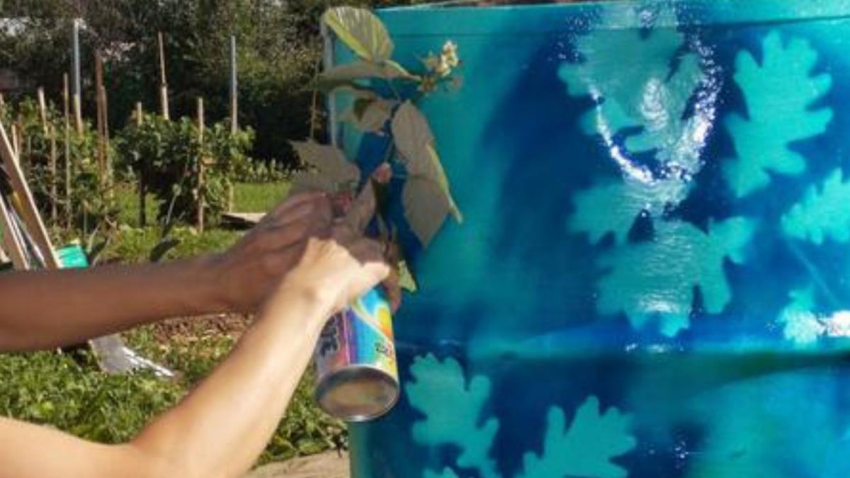 Как раскрасить бочку на даче своими руками