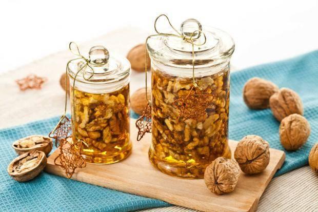 Грецкие орехи с мёдом: польза и вред, от чего помогают, как приготовить