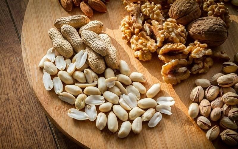 Как легко и без усилий очистить фундук и грецкие орехи