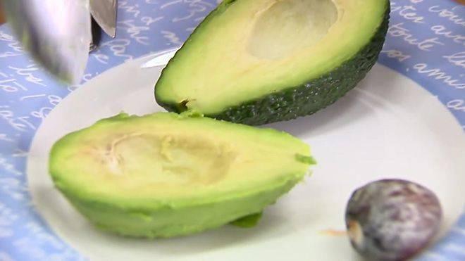 Как можно ускорить созревание авокадо в домашних условиях, что нужно сделать, чтобы довести до спелости
