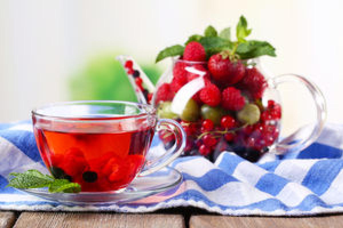 Чай с малиновым вареньем: как правильно готовить и лечить простуду