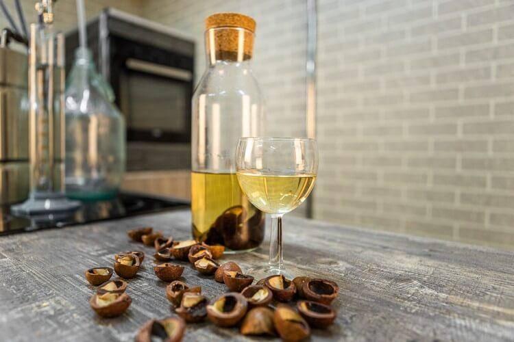 Настойка на кедровых орехах: полезные и лечебные свойства, противопоказания