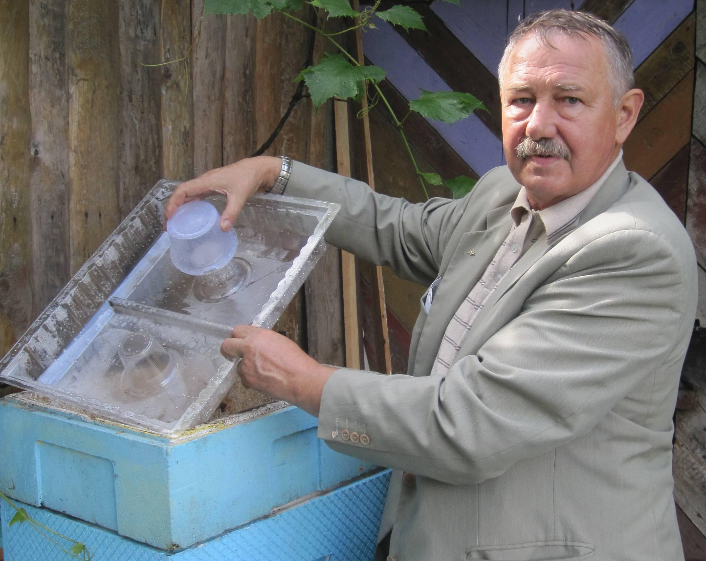 Виды кормушек для пчел, и их чертежи чтобы сделать своими руками