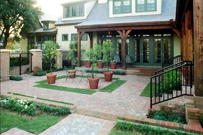 Дизайн двора: красивые идеи украшения и оформления территории частного дома (100 фото)
