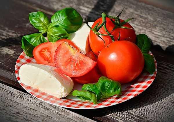 Низкорослые томаты для открытого грунта и теплицы